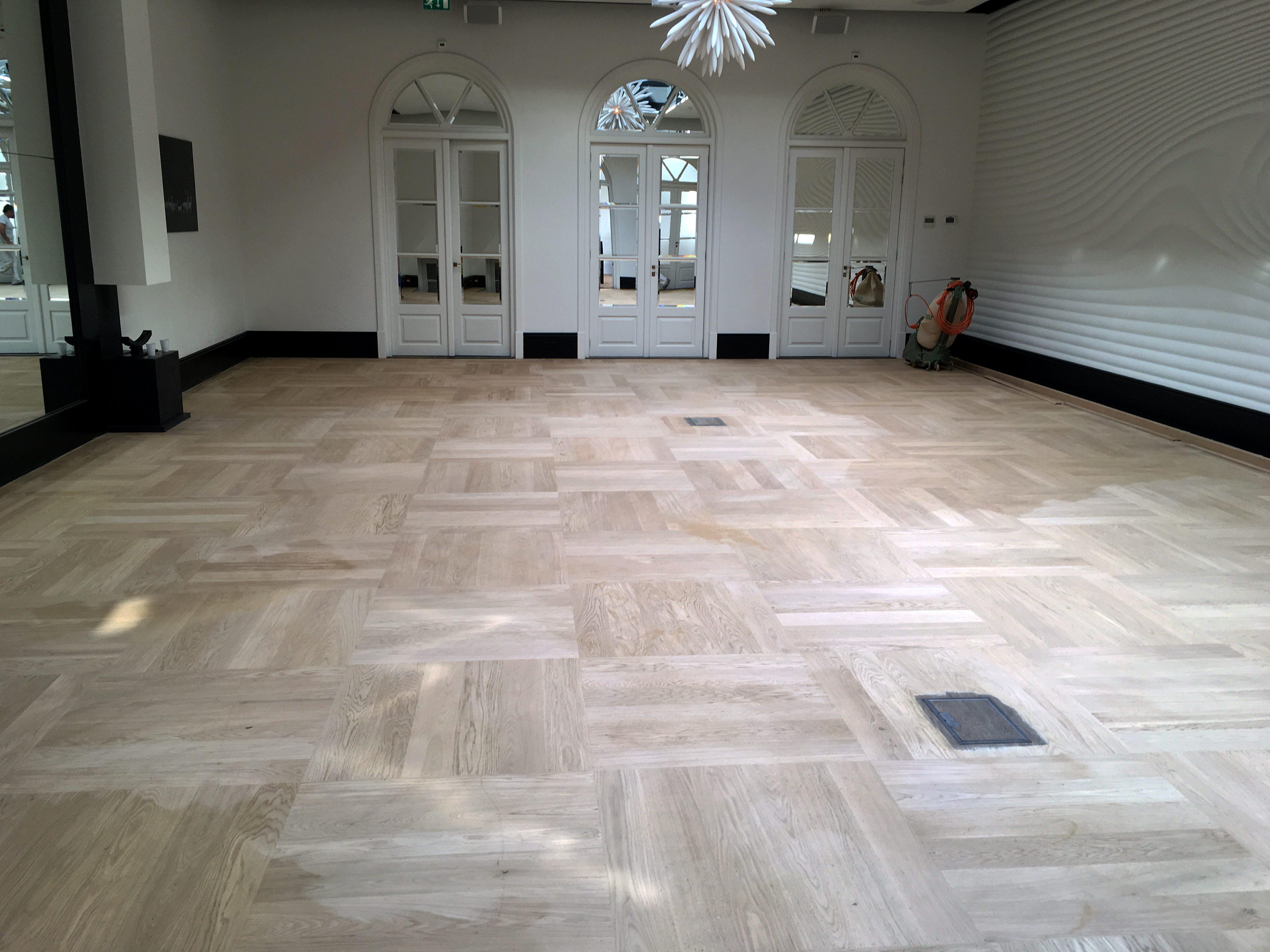 Renovatie massieve houten eiken vloer dylan hotel timber