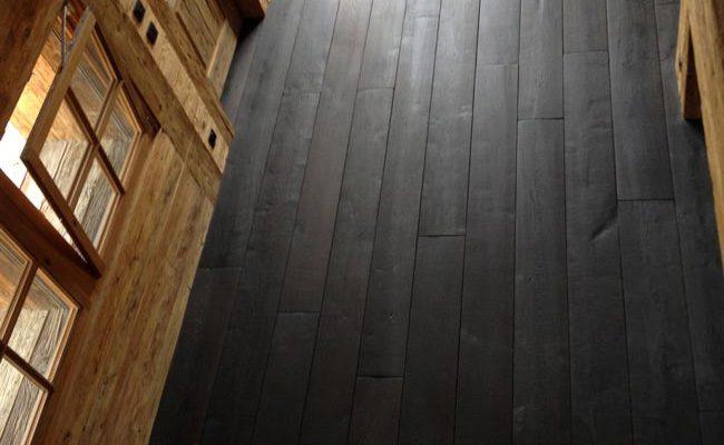Brede planken massief eiken houten vloer black oil afwerking 2