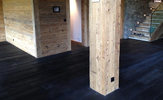 Brede planken massief eiken houten vloer black oil afwerking 3