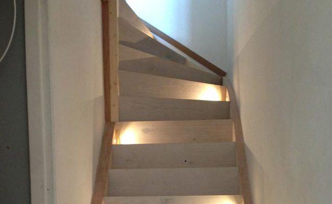 unieke-houten-trap-renovatie-met-verlichting-amsterdam-1