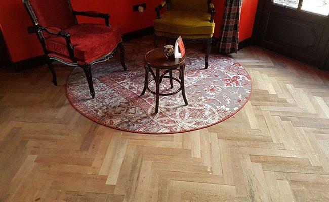 Visgraat Houten Vloer – Keroewing Café