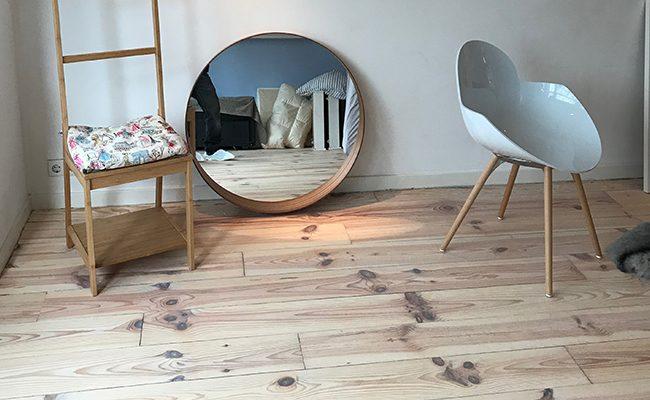 Vloer renovatie, houten grenen planken. Amsterdam Rembrandpark